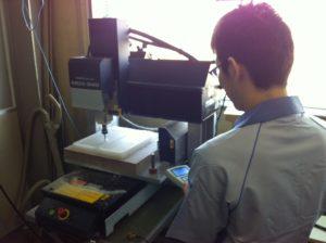 樹脂製熱交換器ケース切削中です